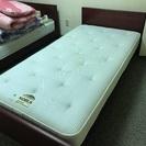 シンプルなシングルベッド