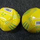 15cmぐらいの、サッカーボール、2個です。