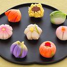 写真のような和菓子を売っている所を探しています。