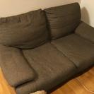 ソファーとテーブルセットであげます。