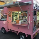 ピンクの軽トラが目印の〝焼き鳥″店