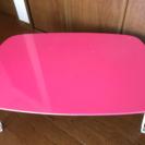 ピンクのテーブル  サイズ中