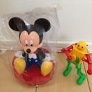 ミッキーマウスの貯金箱とダンシングロボ