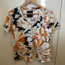 美品DRESSCAMP Vネックス Tシャツ M 花