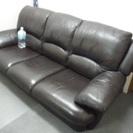 引っ越しで不要になりました ちょっと大きめの豪華なソファー 差し上げます