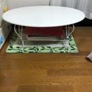 可愛いらしい白いテーブル