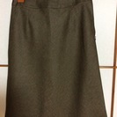 濃い茶緑色スカート