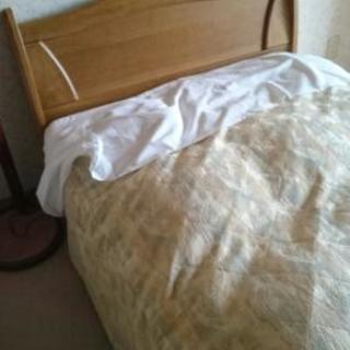 高級シングルベッド2セットあります。