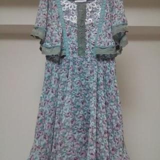 ターコイズベースカラーのドレス