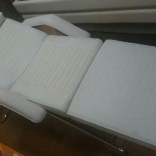 値下げ! エステ、整体、もみほぐし、リラクゼーション用折り畳み式ベッド