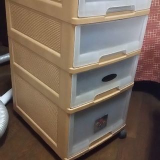 子供学習机の下に収納ケースとして使用してました。
