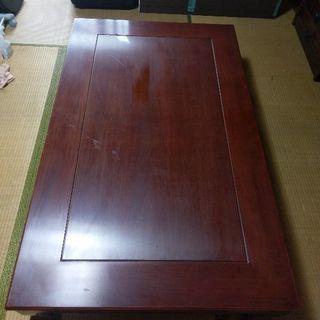 しっかりとした木材の座卓