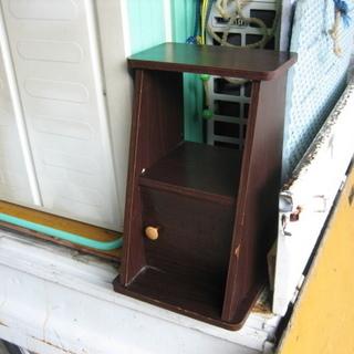 古いので無料で差し上げます! 木製脚立 小物収納付