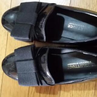 [値下げしましたー]エナメル 黒 ローヒール靴