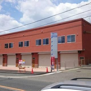 25号線沿いの貸店舗・事務所・倉庫 新築です。 駐車場店舗正面に2...