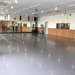 朝はヨガクラス、夕方からキッズから大人までのダンススクール
