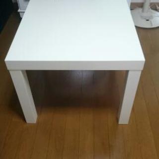 IKEAの白いセンターテーブル