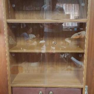 ガラス入本棚
