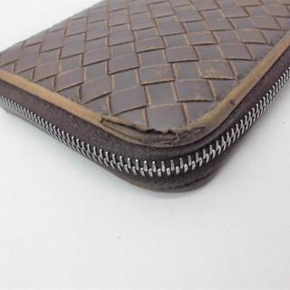 ソファー、バッグ、財布等、革製品全般の修理、染め直しをしています。