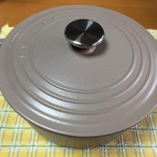 ルクルーゼ 鍋 22センチ (数回使用・箱あり)