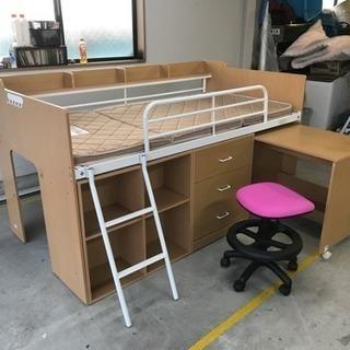 今日なら5000円で取り引き    ベッドと机と椅子、収納家具つき