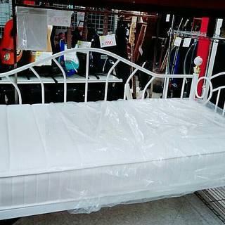 シングルベッド、フレーム付マットレスベッド、プリンセス風ベッド
