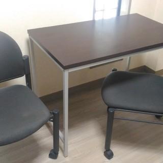 テーブルと椅子の3点セット