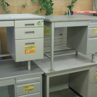 在庫100台以上!事務机を格安で販売中!¥5.000からあります