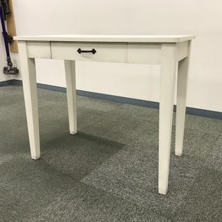 引き出し付きの机