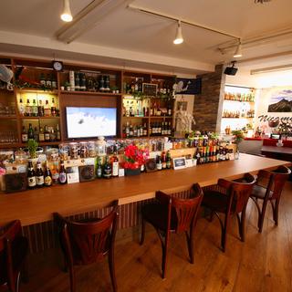 平井駅3分!世界のビールとナッツのお店です。20時まではエビスもオ...