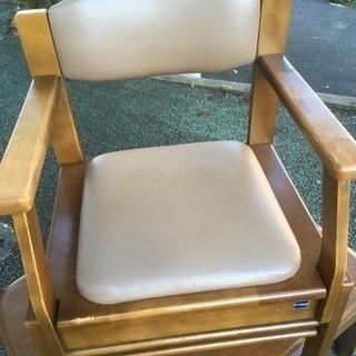 収納多数椅子。