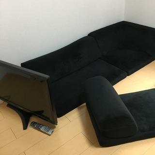 テレビとソファ