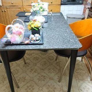 テーブルと椅子です。