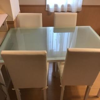ガラステーブルとチェアのセット