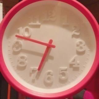 ピンクの壁掛け時計