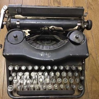 REMINGTONの古いタイプライター