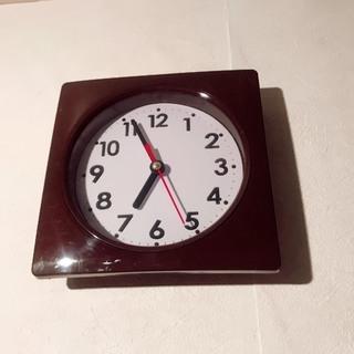 小ぶりな掛け時計