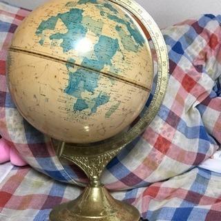 古びた地球儀