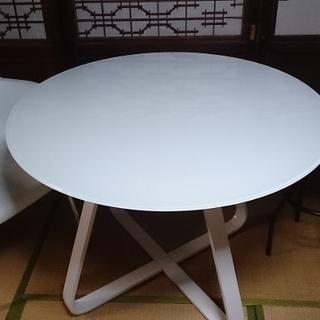 丸型テーブル。回転椅子1脚及びスツールおまけ付