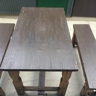 ウッドテーブルとチェアのセット