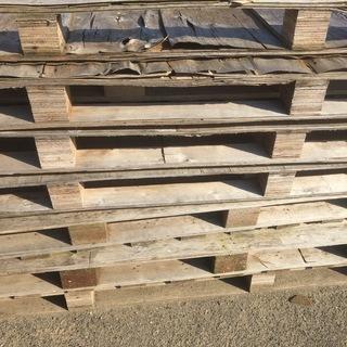【鹿嶋市】木製パレットあげます 1〜20数枚 無料 古いので燃料などに