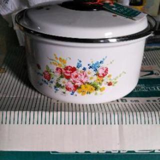 ヤケで値下げしましたレトロ鍋新品