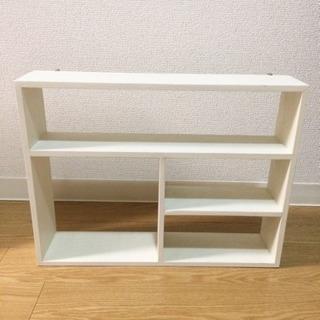 【受け渡し限定】ホワイト木棚・壁付け小棚2個セット!※一個は傷みひどめ、取り付け金具なしの画像