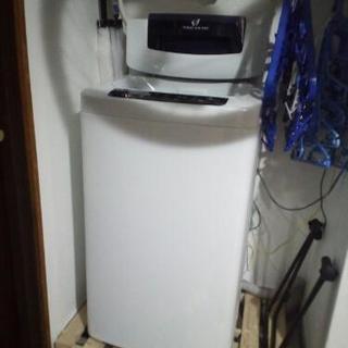 美品。一人暮らしに最適な小型洗濯機