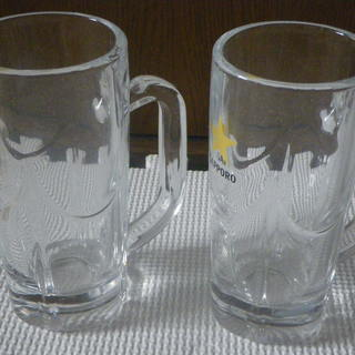 ジョッキグラス2つ