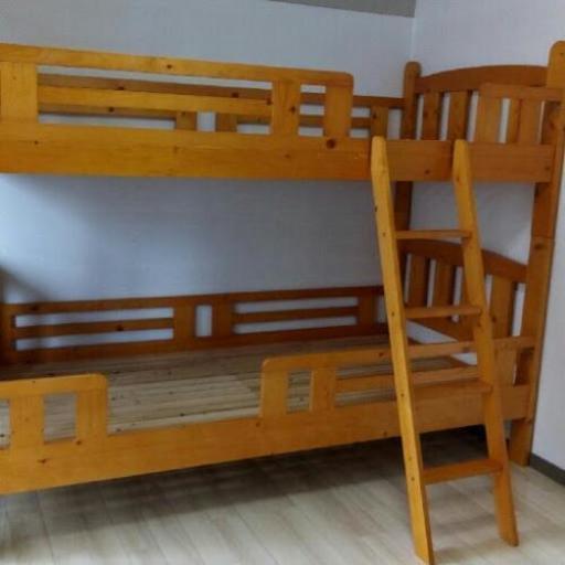 2段ベッド 美品 〈ライトブラウン色〉天然木パイン材木製 ニ段ベッド