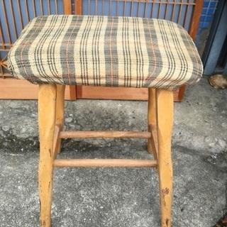 足踏みミシンの椅子