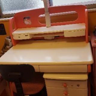 女の子用の学習机です。娘が高3なので手放します。綺麗に使ってますが...