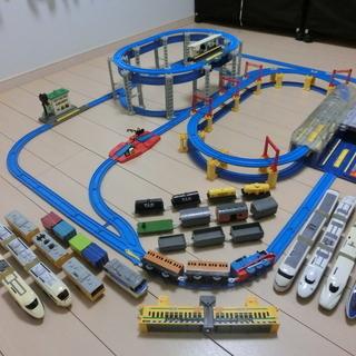 プラレール 「懸垂式モノレール」と「おおきなドームのターミナルステ...
