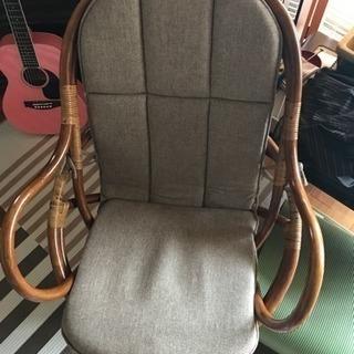 籐の回転椅子